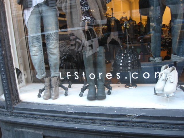 Retail New York Clothing and Apparel Retailer directory of NY Fashion